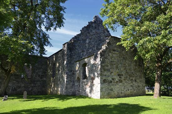 Nes Municipality, Norwegen: Kirkeruinene