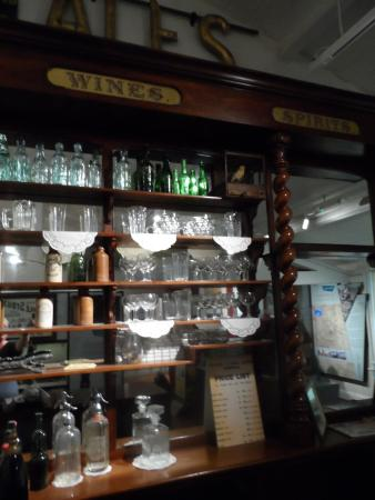 Museum of Norwich at the Bridewell : pharmacy interior