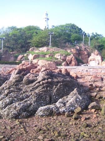 Small Qingdao Island: The rocky beach