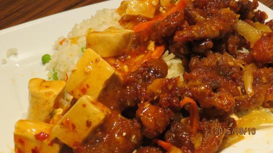 Tao Budapest: メニュー 一例 ダックとマーボ豆腐の組み合わせ 1,250Ft