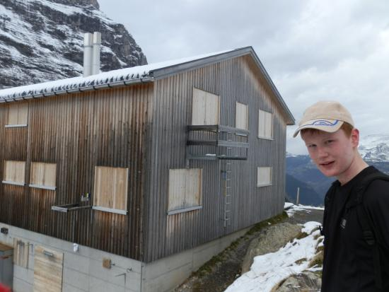 Grindelwald, Suiza: all closed... still we had a mars bar atleast!