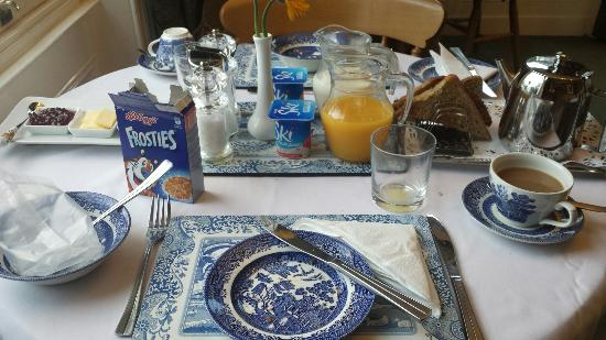Ford House Farm: Early morning breakfast in the sweet breakfast room