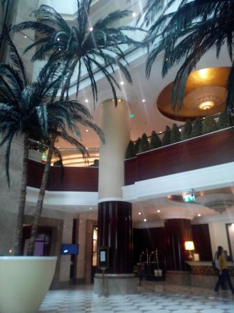 Pearl City Suites: вид из холла
