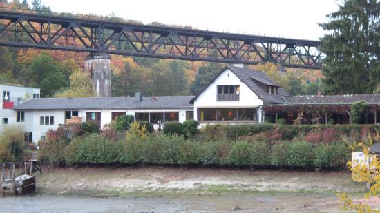 Seehaus Forelle mit der alten Bahnlinie