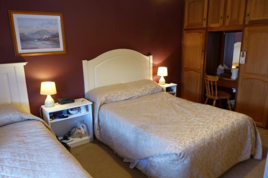Ryan's Hotel: Zweibettzimmer mit Bad im ersten Stock