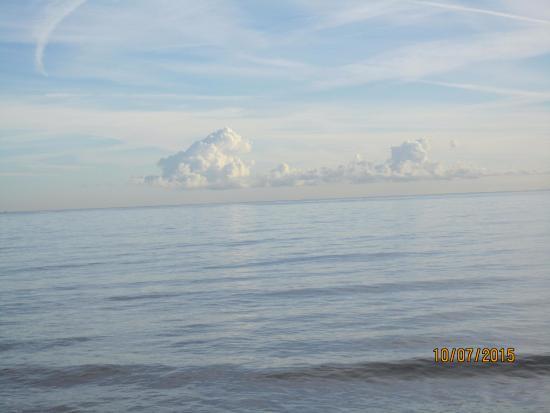 Playa de Guardamar: Вид на редкое спокойное море