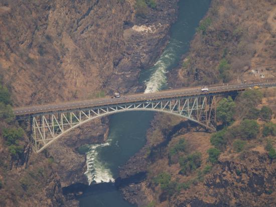 Gorges and Little Gorges Lodge: Heliflug über den Victoriafällen, Brücke nach Sambia