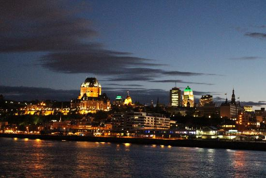 Quebec, Canadá: Québec depuis le Saint Laurent by night