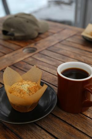 マフィンとコナコーヒー