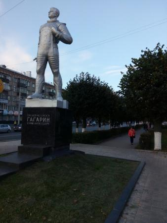 ‪Monument to Yuri Gagarin‬