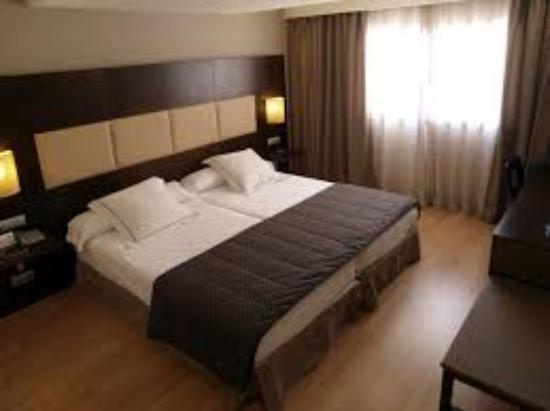 Foto de hotel vista velero vi a del mar cama tripadvisor for Hoteles con habitaciones comunicadas
