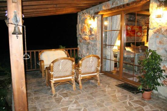 Istanbul Restaurant: Chill out on the verandah.