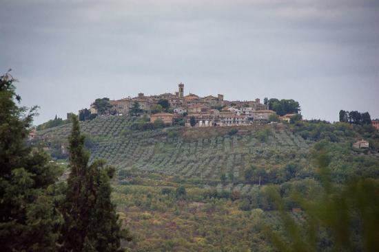 Фратта-Тодина, Италия: Neighbouring hill town