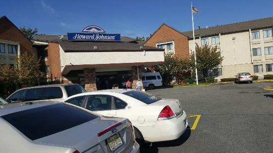 Howard Johnson Hotel - Newark Airport: 20151020_145425_large.jpg
