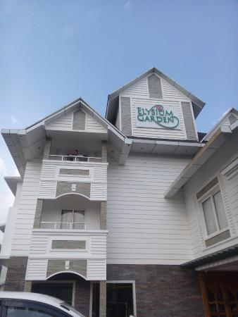 Elysium Garden Hill Resorts: Hotel Entrance