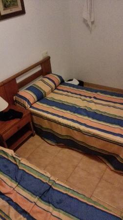 Apartamentos Torre Gerona: bed room