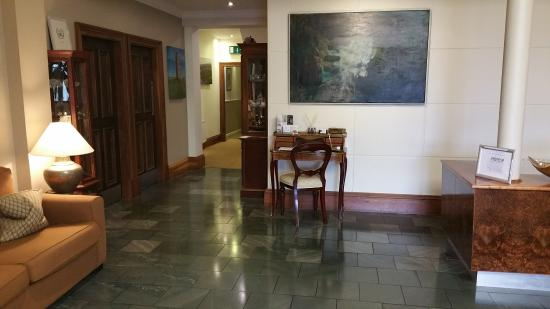 Vaughan Lodge: ...front lobby