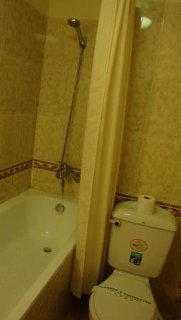 โรงแรมฮวงเลี่ยน: ホアンリエンホテル(バスルーム)