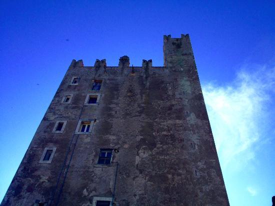 Torrimpietra, Италия: la torre del castello di Torreinpietra