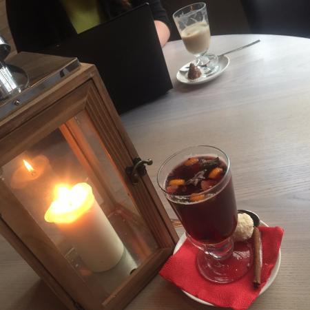 Red Woody: ресторан утопает в полумраке свечей. романтика. candles make the atmosphere of place very romant