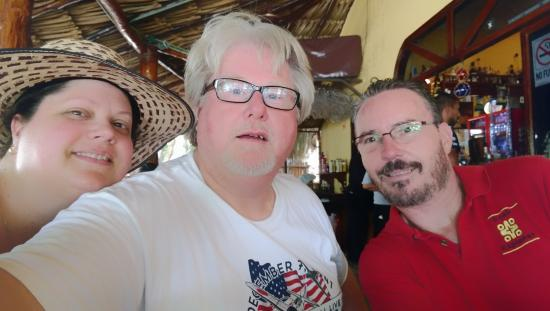 Ecab Explorer : Amy, MIke & Eric @ lunch near Akumal