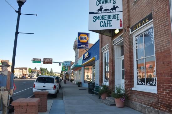 Harold's Place Inn: Panguitch town