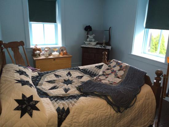 Amish Bedroom Quilts Are Handmade And For Sale Picture