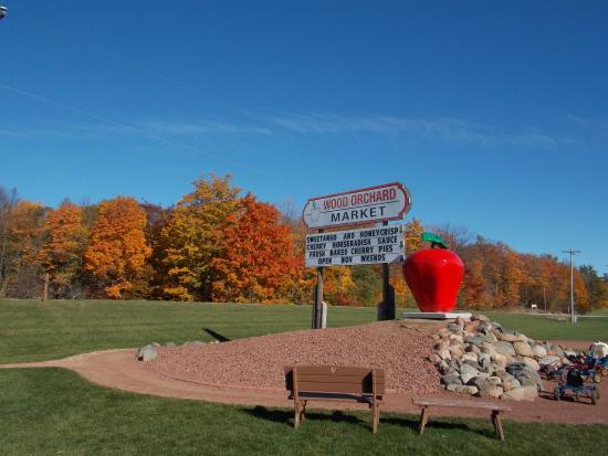 Egg Harbor, WI: Autumn at Wood Orchard