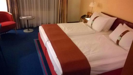 First Inn Hotel Zwickau: Holiday Inn Zwickau Zimmer 318 - Betten