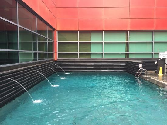 Piscina picture of royal plaza on scotts singapore tripadvisor - Singapore hotel piscina ...