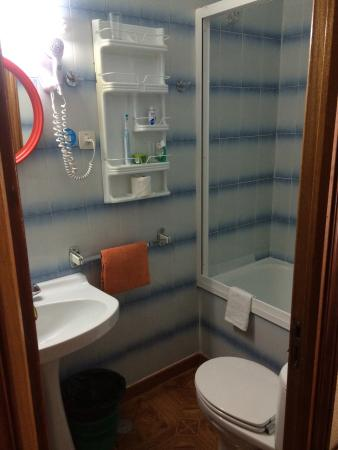 Hostal Zamoran: Bathroom