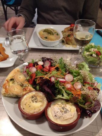 Octon, Frankrike: Des assiettes généreuses pour une dizaine d'€ !!