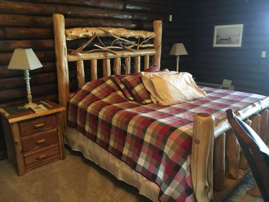 Cedar Lodge & Settlement: King Bed