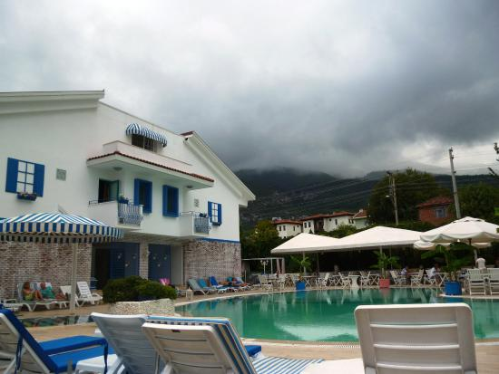 Monta Verde Hotel & Villas: Hotel pool and annexe rooms