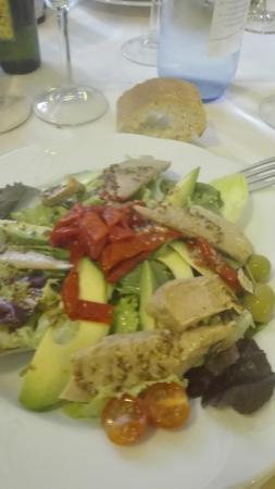 Restaurante hospederia de leyre en yesa - Cocinas leyre ...