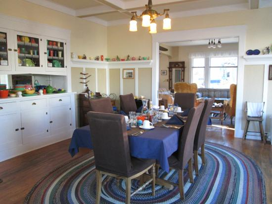 Rose River Inn: Breakfast room