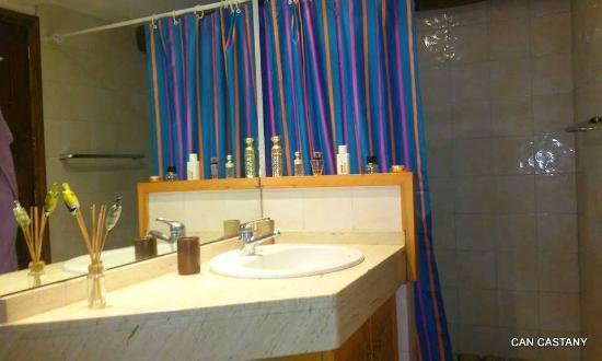 Bascara, Spanien: AZUL BATHROOM