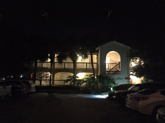 Inn at Camachee Harbor: The Inn at night, the main building adjacent to the lobby entrance.