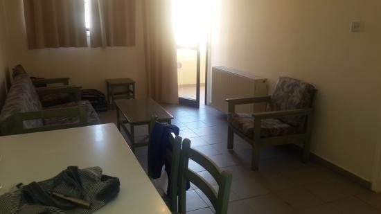 Nicholas Hotel Apartments: первое помещение где кухня