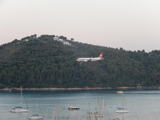 a view of plane landing available from restaurants the final step