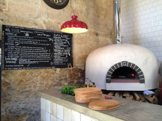 wood fired pizza oven how to use restaurant