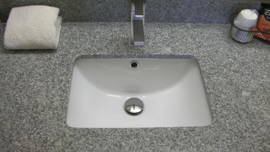 Super 8 Lafayette : New Faucets and Sinks In All Rooms