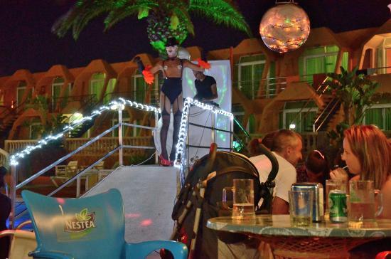 La Piramide: Summer Pool party