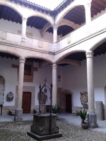 Museo de Salamanca (Casa de los Doctores de la Reina)