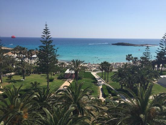 Nissi Beach Resort: Вид из номера в главном корпусе