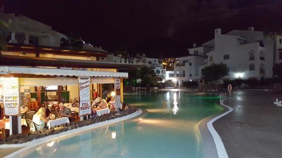 Sunset Harbour Club: ресторан и бассейн