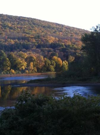 Shawnee on Delaware, Pensilvanya: looking out to mountain ridge and river