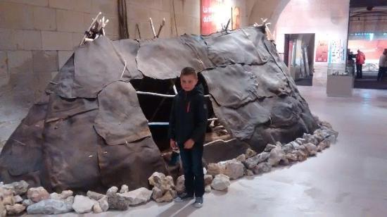 Musée de la Préhistoire: Mogelijke huisvesting van een Neanderthaler