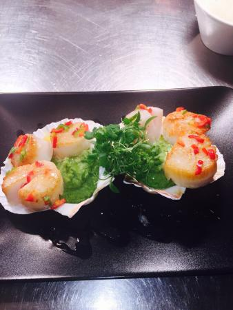 Met Bar & Kitchen: Scillies special was to die for!! Scallops with minted pea purée an chilli butter! Was delicious