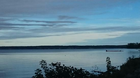 Verona Beach, Nowy Jork: Early morning view of Oneida Lake facing N by NE.